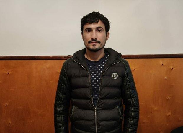 Azərbaycanda narkotacir cinayət başında tutuldu - FOTO