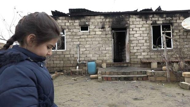 Yanğın nəticəsində evsiz qalan ailə yardım gözləyir - VİDEO