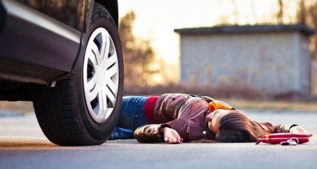 Arvadı ilə mübahisə edən kişi onu magistral yolda qoydu, avtomobil vurub öldürdü