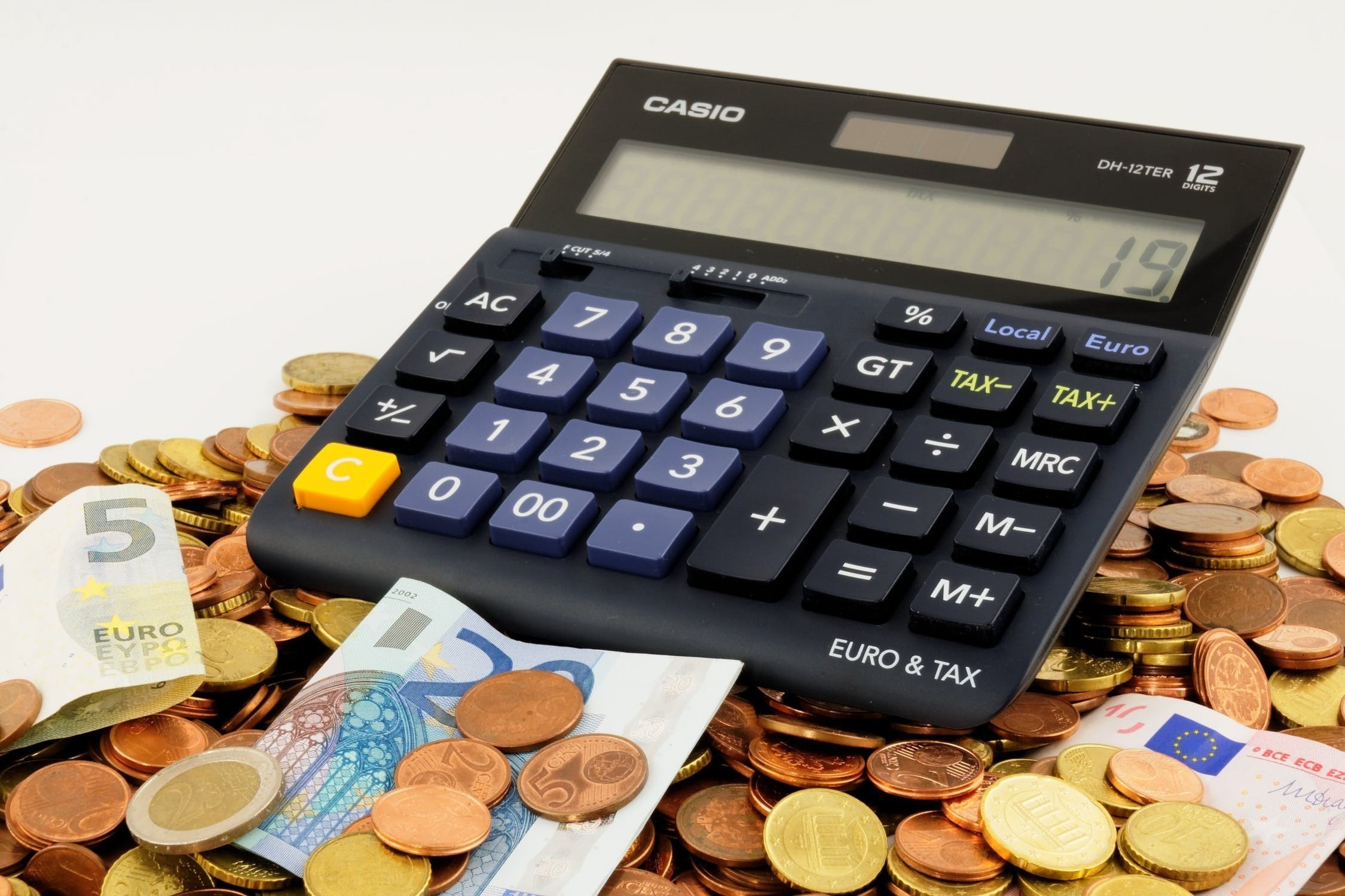 """""""Premium Bank""""ın xalis mənfəəti 45% azalıb"""