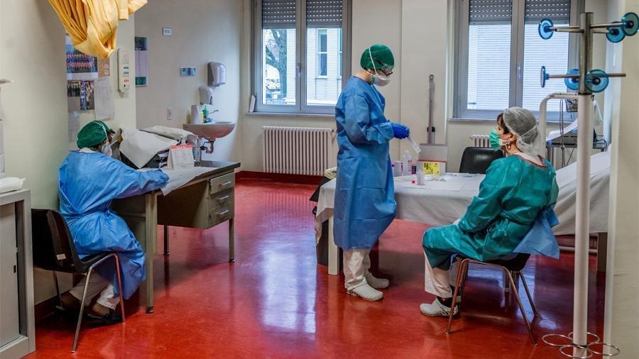 Sankt-Peterburqda tibb işçiləri kütləvi şəkildə koronavirusa yoluxdu