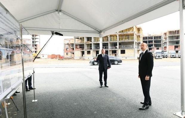 İlham Əliyev məcburi köçkünlər üçün tikilən yaşayış binalarında işlərin gedişi ilə tanış olub - FOTO