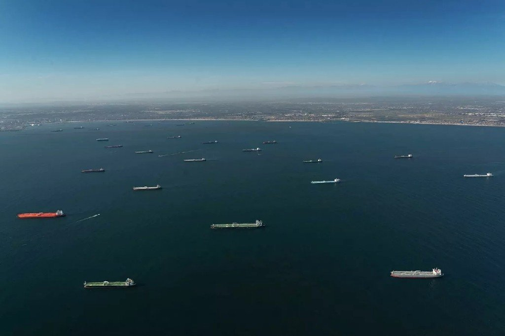 ABŞ sahillərində neft tankerlərinin anomal toplaşması qeydə alınıb