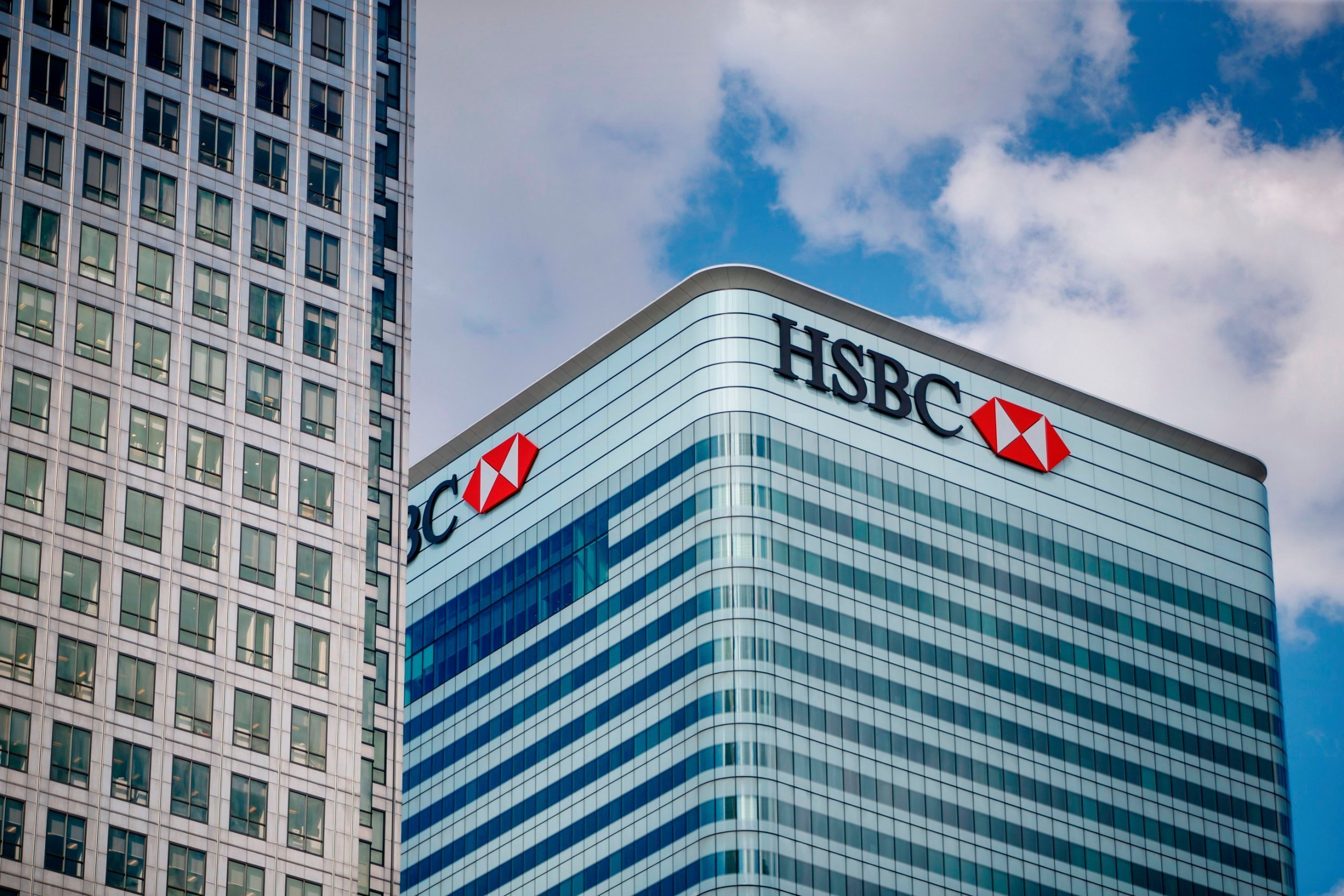 """""""HSBC"""" problemli kreditlər üzrə ehtiyatlarını 5 dəfədən çox artırıb"""