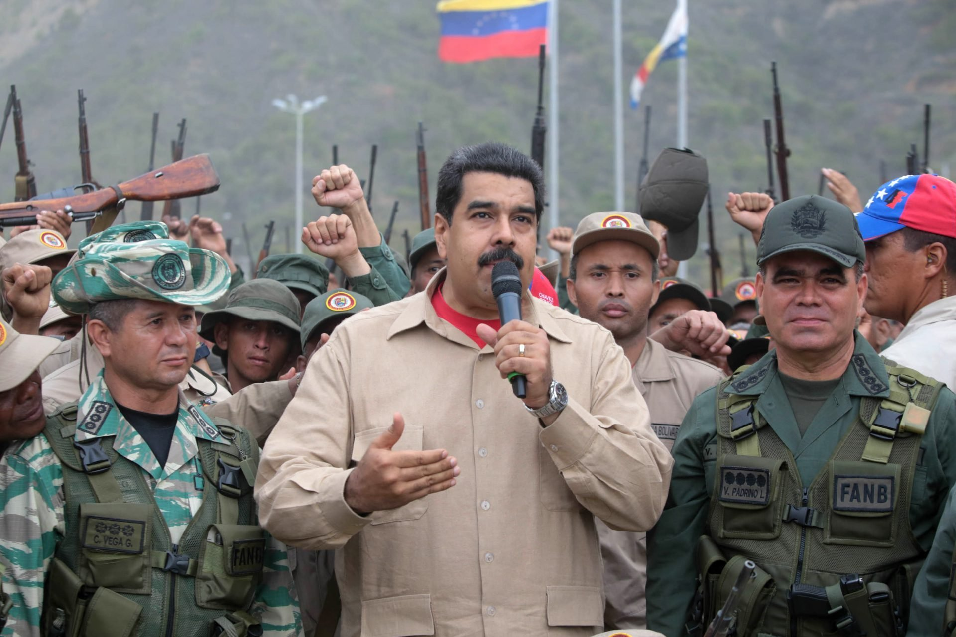 Venesuelada çevriliş etməyə çalışan daha 3 muzdlu saxlanıldı