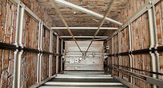 Gəncədə liftin şaxtasına düşən qız öldü