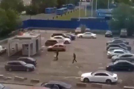Moskvada küçənin ortasında iki qruplaşma arasında atışma olub VİDEO