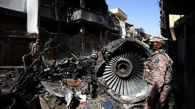 Pakistanda qəzaya uğrayan sərnişin təyyarəsinin pilotu xəbərdarlığa məhəl qoymayıb