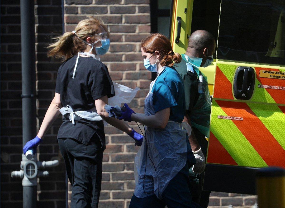 Britaniyada koronavirus xəstələrinin sayı 296,8 mini ötüb