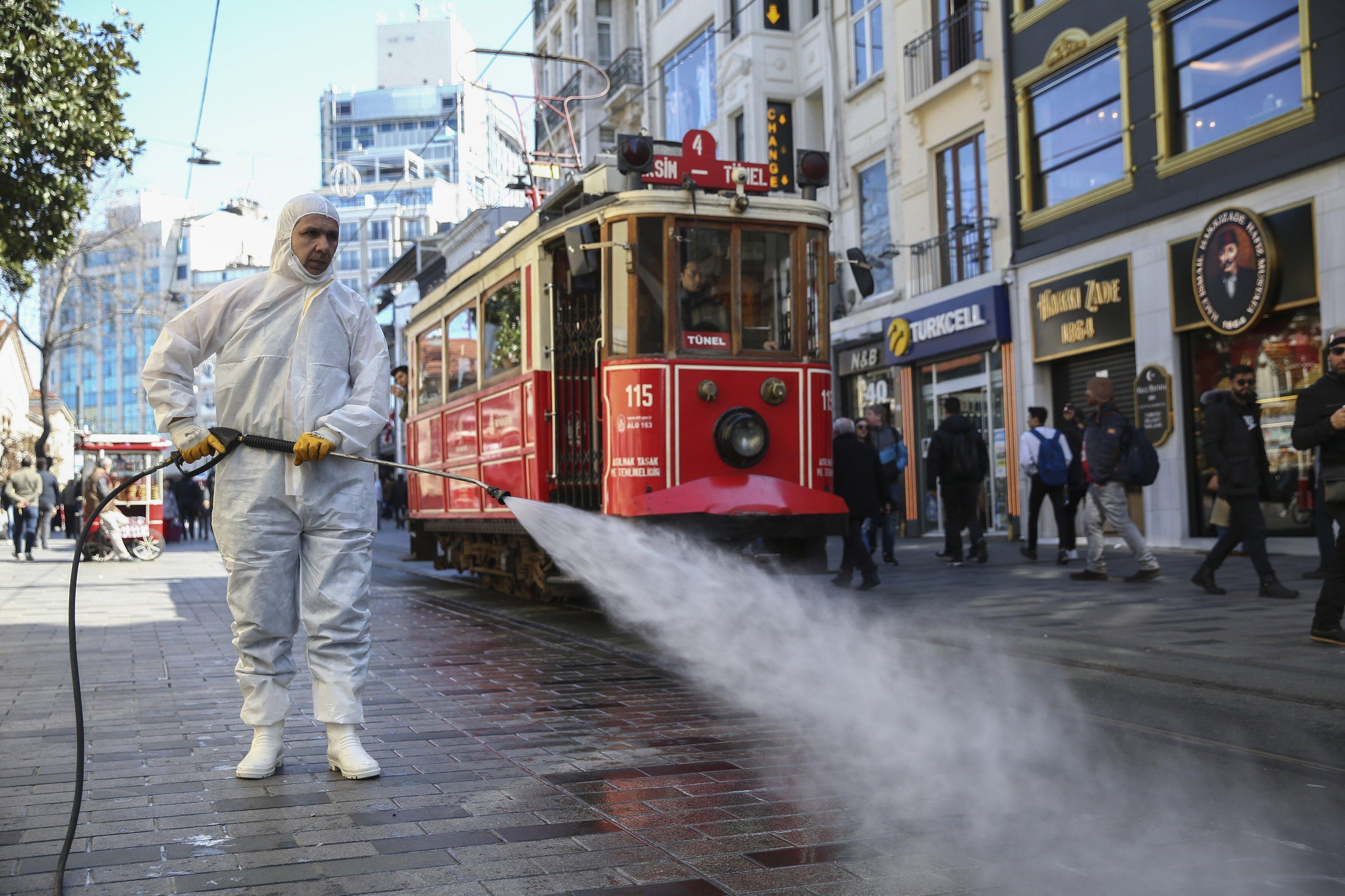 Türkiyədə koronavirusa yoluxanların sayı 179, 8 mini ötdü