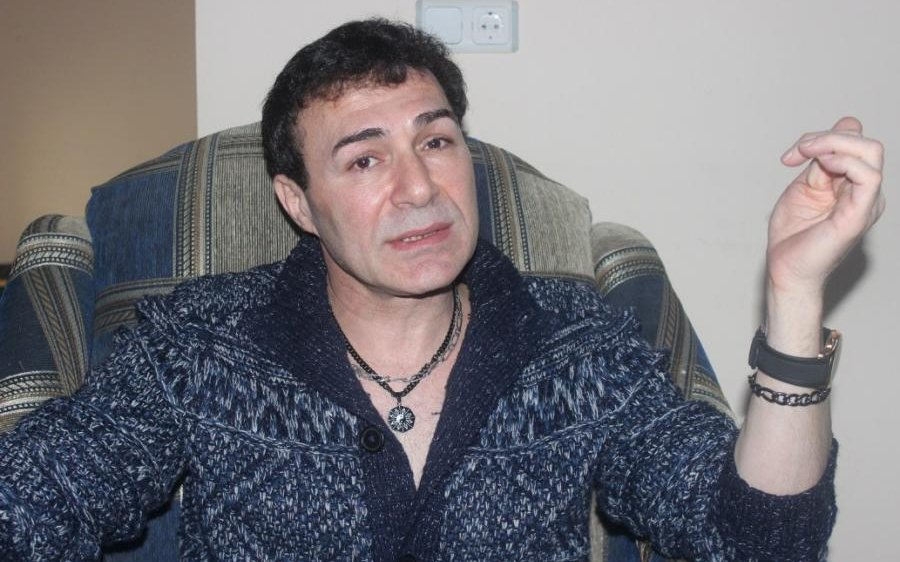 """""""Parisdə hər dəfə küçəyə çıxanda polisə izahat veririk"""" - Azərbaycanlı yazıçı"""