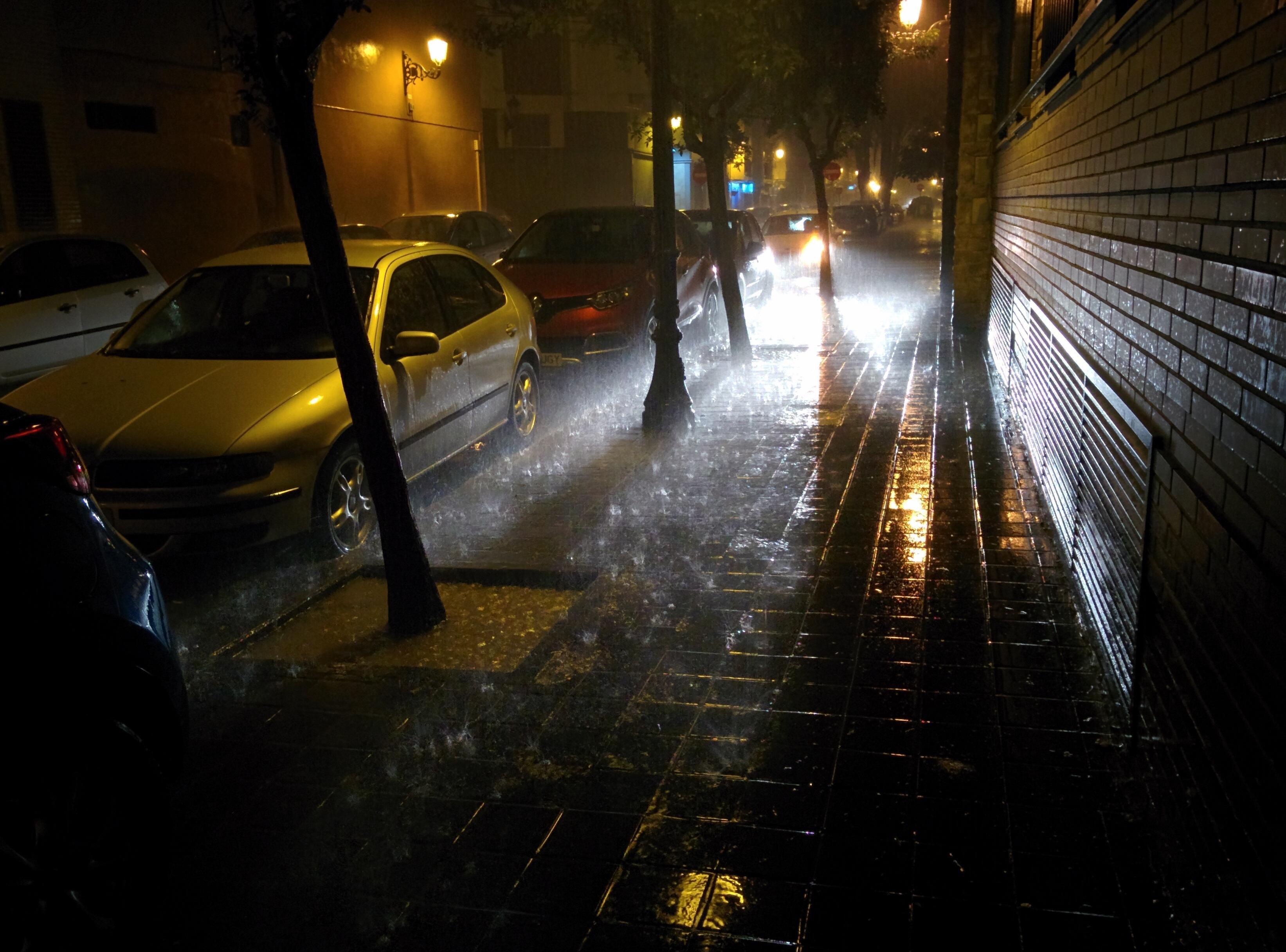 Qərb bölgəsində leysan yağış nəqliyyatın hərəkətini məhdudlaşdırıb