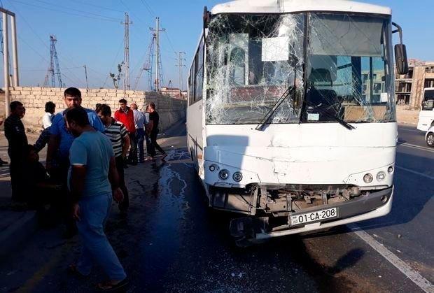 Bakıda iki sərnişin avtobusu toqquşdu