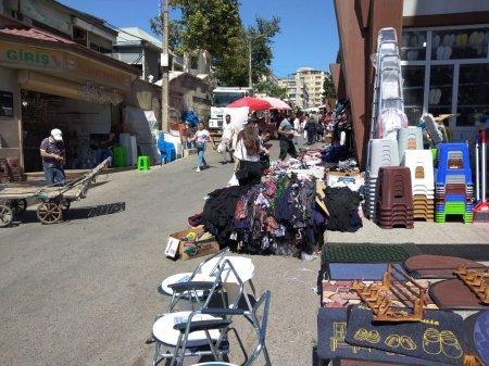 """""""8-ci kilometr"""" bazarında ilginc mənzərə: - dükanlar açılıb, insanların çoxu isə maskasızdır"""