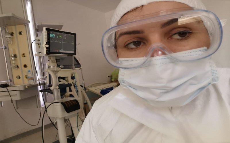 Nəyə görə adi insanlar koronavirusdan sağalır, həkimlər ölür? - Həkim sirri açıqladı