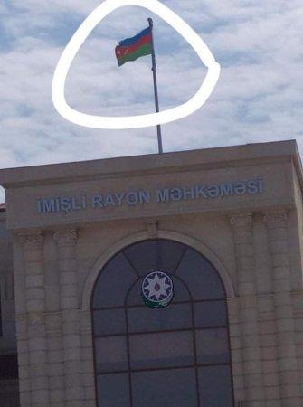 İmişli rayon məhkəməsindən Azərbaycan bayrağına hörmətsizlik - FOTOFAKT