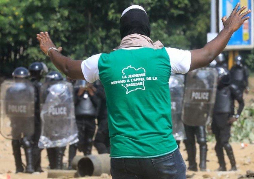 Kot-d'İvuarda polislə etirazçıların toqquşmasında 5 nəfər ölüb