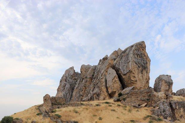 Kişi Beşbarmaq dağında köməksiz qaldı