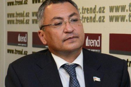 """Əli Həsənovun """"atasına rəhmət oxutdurur…"""" - İTTİHAM"""