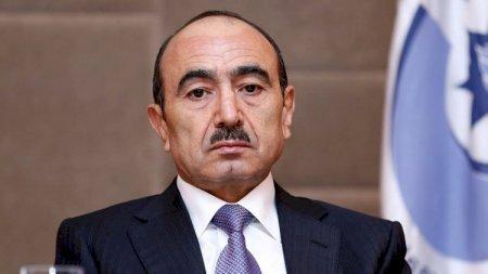 """Əli Həsənov """"Əliyevlərlə 10950 gün"""" kitabını yarımçıq saxladı - SƏBƏB"""