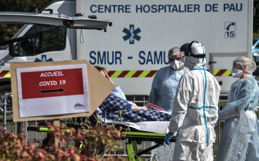"""Makron: """"Fransada koronavirus pandemiyasının ikinci dalğası başlayıb"""""""