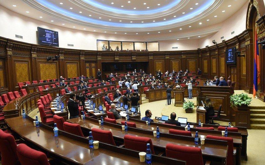 Ermənistan parlamentindəki müxalifət Paşinyanın istefasını tələb edir