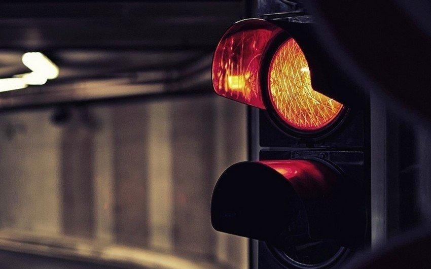 Bakıda avtomobil 21 yaşlı gənci vurdu