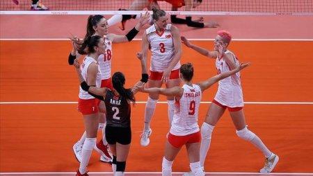 Türkiyə voleybolçuları son Olimpiya çempionunu darmadağın etdi